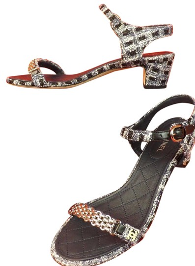 Preload https://img-static.tradesy.com/item/21246208/chanel-navy-16p-tweed-gold-chain-cc-pearl-logo-sandals-low-heel-39-pumps-size-eu-395-approx-us-95-re-0-1-540-540.jpg