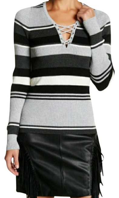 Preload https://img-static.tradesy.com/item/21246371/romeo-and-juliet-couture-long-sleeve-lace-up-stripe-sweaterpullover-size-6-s-0-1-650-650.jpg