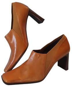 Nine West Tan Pumps