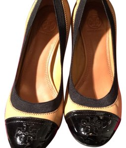 Tory Burch beige and black. with rubber band around rubber band around itshoes Pumps