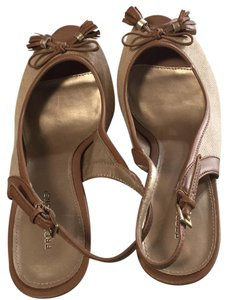 Predictions Sand with tan trim. Adjustable back strap; bow with fringes and gold tone hardware on toe. Pumps