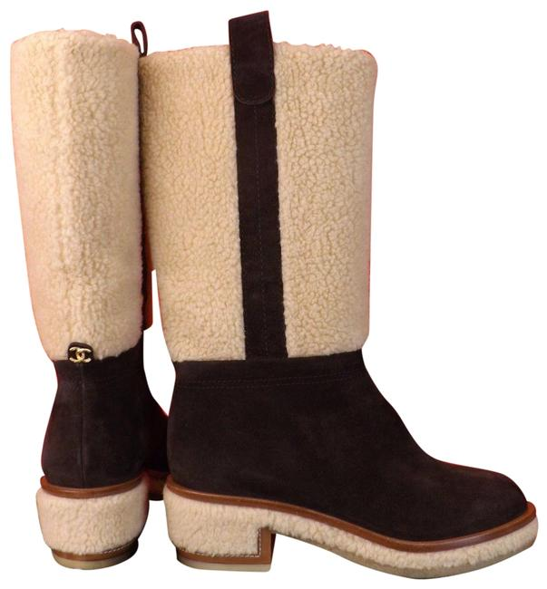 Chanel Brown Dark Beige Suede Faux Shearling Cc Logo Knee High Boots/Booties Size EU 38 (Approx. US 8) Regular (M, B) Chanel Brown Dark Beige Suede Faux Shearling Cc Logo Knee High Boots/Booties Size EU 38 (Approx. US 8) Regular (M, B) Image 1