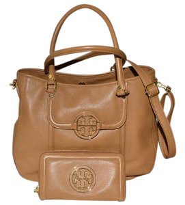 Tory Burch Pebbled Leather Amanda Hobo Bag