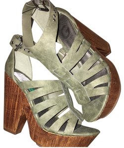 Guess Olive Wedges
