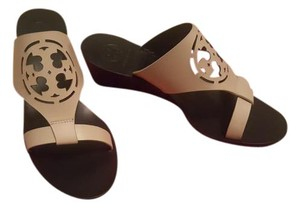 Tory Burch Summer Wedge Logo Tan Nude dolce de Leche Sandals