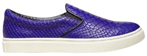Steve Madden blue Athletic