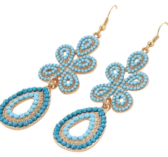 Preload https://item5.tradesy.com/images/turquoise-gold-vintage-bead-earrings-21257604-0-1.jpg?width=440&height=440