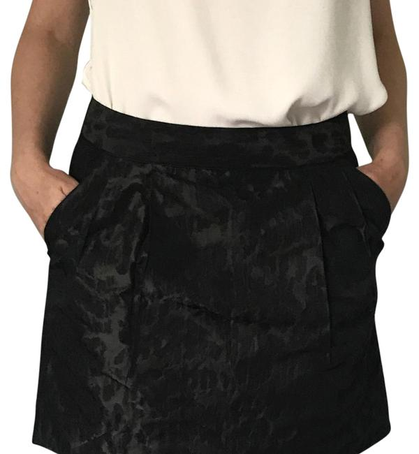Preload https://img-static.tradesy.com/item/21257769/gap-black-with-pattern-midi-skirt-size-2-xs-26-0-1-650-650.jpg