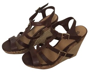 Preview International Brown Wedges