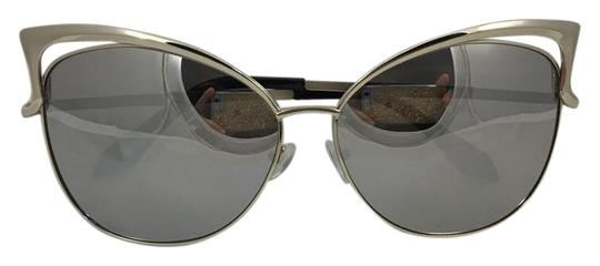 Preload https://item3.tradesy.com/images/h-and-m-grey-467843-sunglasses-21258142-0-1.jpg?width=440&height=440