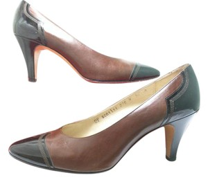 Salvatore Ferragamo Two-toned Classic Brown/Black Pumps