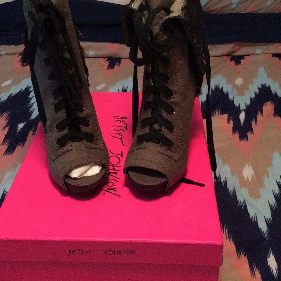 ladies Betsey Johnson for Green Lizzzy Boots/Booties Known for Johnson its good quality 1cb944