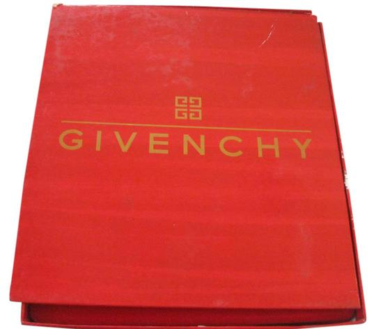 Preload https://img-static.tradesy.com/item/21260351/givenchy-vintage-parfume-set-fragrance-0-1-540-540.jpg