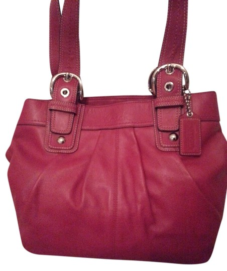 Preload https://item5.tradesy.com/images/coach-tote-bag-red-2126049-0-0.jpg?width=440&height=440