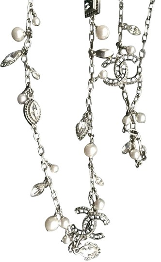 Preload https://img-static.tradesy.com/item/21260819/chanel-silver-metal-strass-and-glass-pearls-crystal-necklace-0-2-540-540.jpg