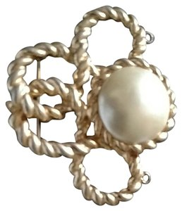Other Gold tone faux pearl brouch pendent