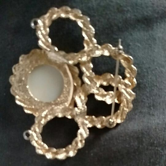 Other Gold tone faux pearl brouch pendent Image 1