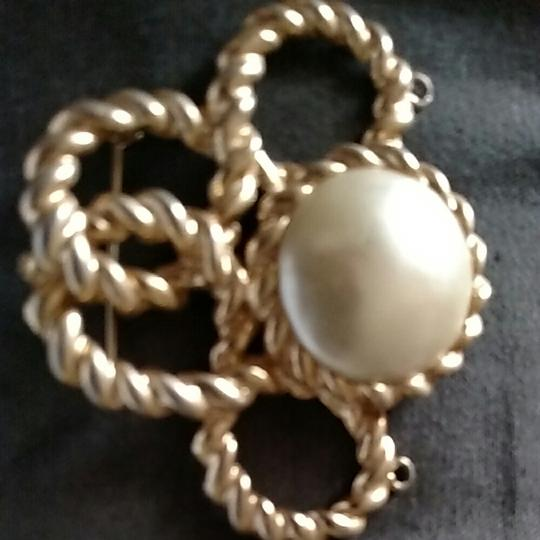 Other Gold tone faux pearl brouch pendent Image 2