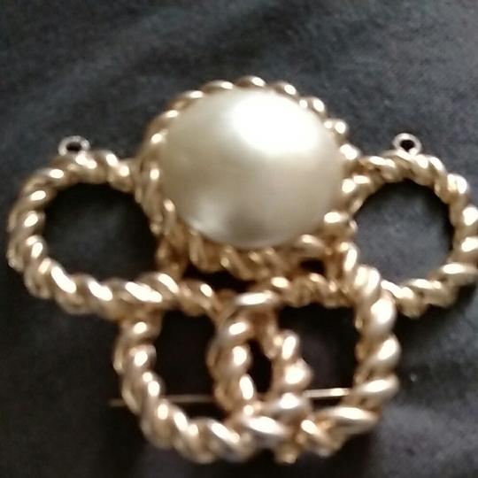 Other Gold tone faux pearl brouch pendent Image 3