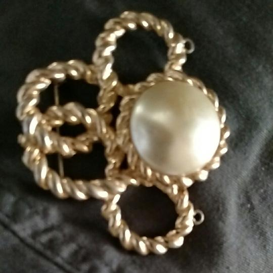 Other Gold tone faux pearl brouch pendent Image 6