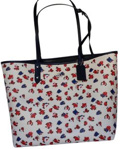 Coach Tote in floral/midnight blue