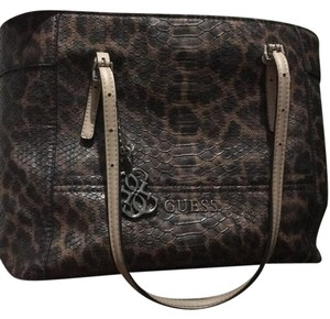 Guess Tote in leopard brown