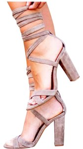 64ea740789e Beige Steve Madden Sandals - Up to 90% off at Tradesy
