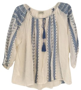 Avaleigh Top ivory and blue