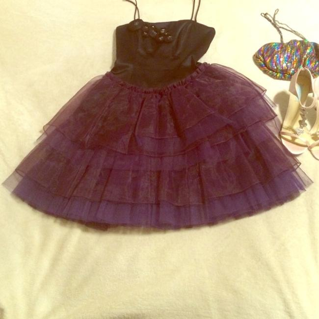 Preload https://img-static.tradesy.com/item/21267225/betsey-johnson-black-and-purple-party-mid-length-cocktail-dress-size-2-xs-0-0-650-650.jpg