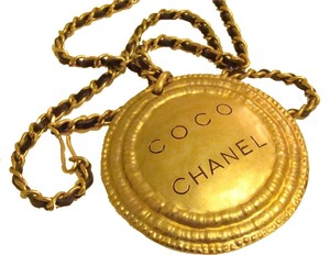CHANEL CHANEL HAMMERED MEDALLION NECKLACE / BELT