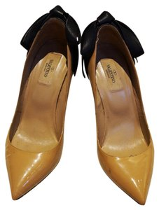 Valentino Bow Heels Patent Leather Beige and Black Pumps