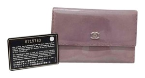 Chanel Chanel cc logo patent leather card wallet