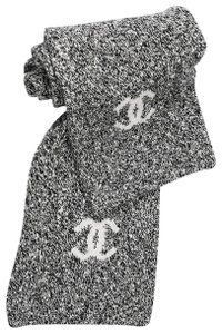 Chanel Chanel Knit Wrap Black and White 100% Cashmere