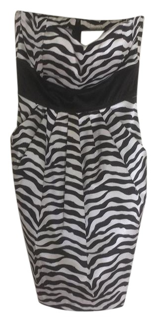 Item - Black and White Short Cocktail Dress Size 8 (M)