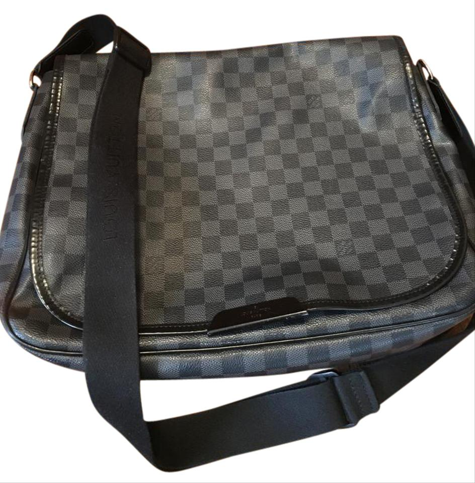 Louis Vuitton Men s Damier Graphite Daniel Gm Leather Messenger Bag ... e15e68c6c66ee