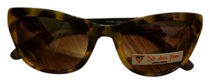Guess Coach Oversized Cat Eye Sunglasses with Own Case