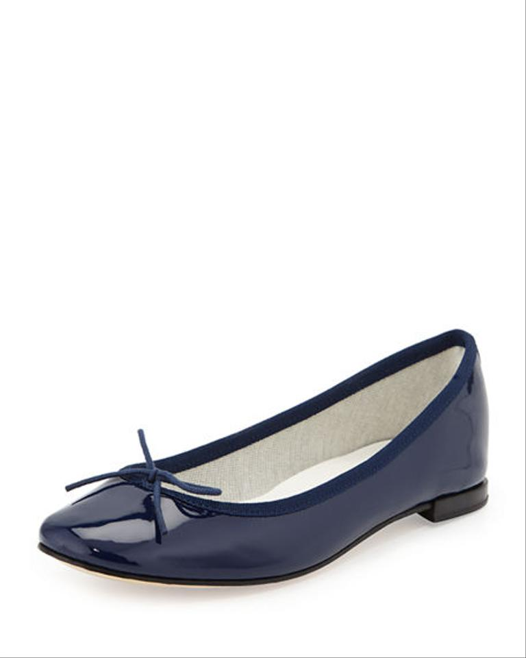 Ladies Flat Shoes () Discover Dune London's latest collection of ladies flat shoes, brogues and wear-with-anything ballet pumps. Comfy and stylish - the ultimate combination available in on-trend colours.