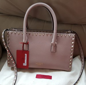 Valentino Rockstud Studded Grained Leather Tote in Light Pink