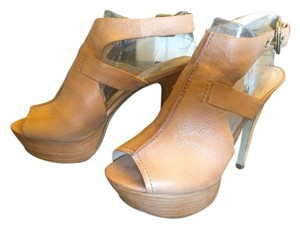 Guess Leather Platform Soles Buckle Peep Toe Nude Sandals
