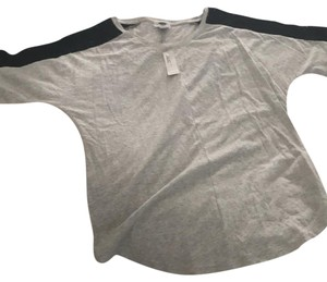 Old Navy T Shirt gray