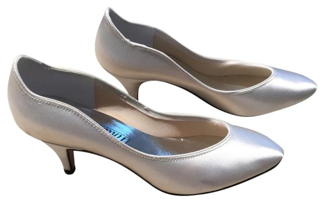 Ivory Dyable Classic Pumps with Scalloped Edge Formal Shoes Size US 7 Regular (M, B) Ivory Dyable Classic Pumps with Scalloped Edge Formal Shoes Size US 7 Regular (M, B) Image 1