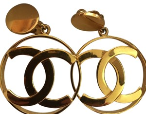 Chanel Authentic Chanel gold plated vintage clip earring