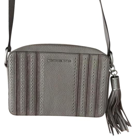 Preload https://img-static.tradesy.com/item/21283909/michael-kors-taupe-leather-cross-body-bag-0-1-540-540.jpg