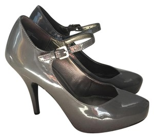 Kelly & Katie Grey patent leather Pumps