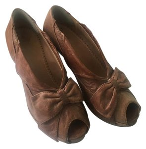 Miss Albright Distressed Leather Bows Chunky Heel Brown Pumps