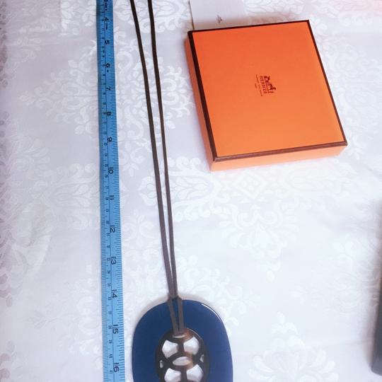 Hermes Lift PM Necklace Hermes buffalo horn and resin pendant reversible necklace Image 6