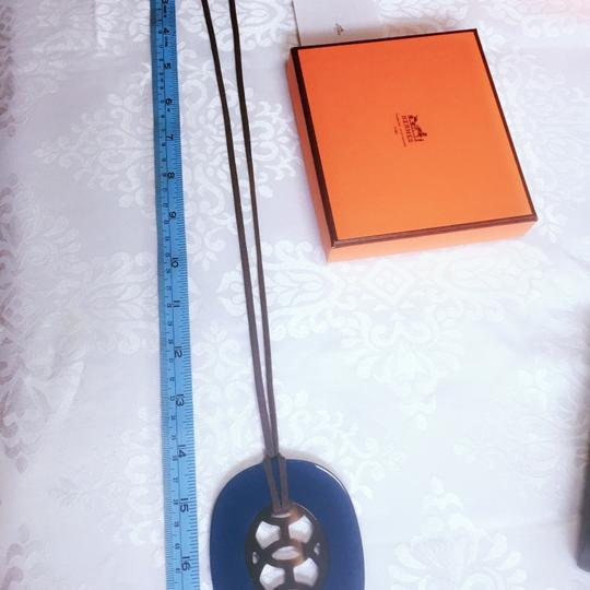 Hermes Lift PM Necklace Hermes buffalo horn and resin pendant reversible necklace Image 7
