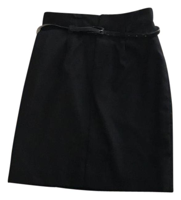 Preload https://img-static.tradesy.com/item/21286086/uniqlo-black-high-waisted-knee-length-skirt-size-2-xs-26-0-1-650-650.jpg