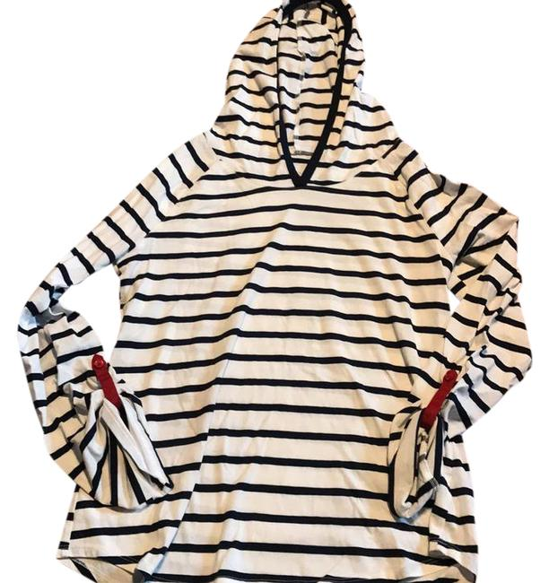 Preload https://img-static.tradesy.com/item/21286458/nautica-striped-hooded-long-sleeve-tee-shirt-size-8-m-0-1-650-650.jpg