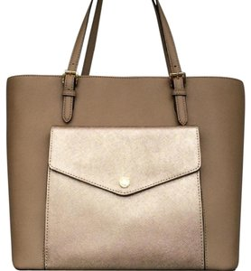 Michael Kors Jet Set Item New With Tags Tote in Tan / Gold